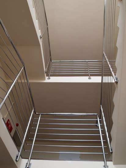 balustrada na schodach pozioma
