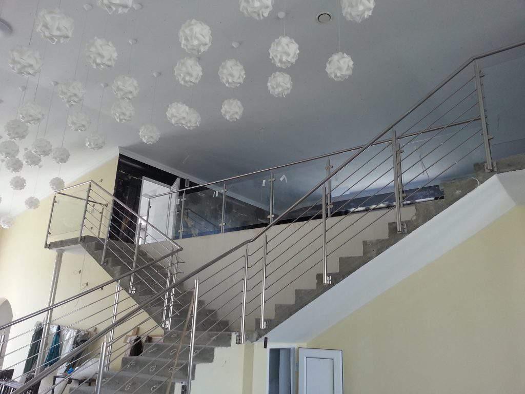Balustrada na schody i ze szkłem