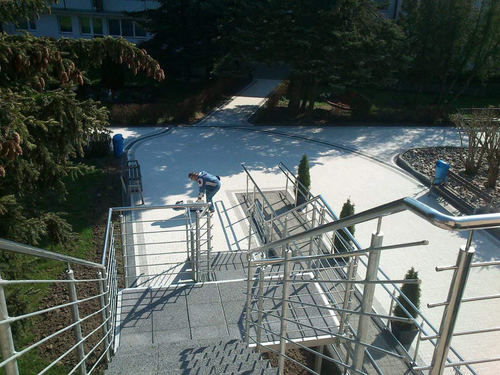 Balustrada nierdzewna na schodach