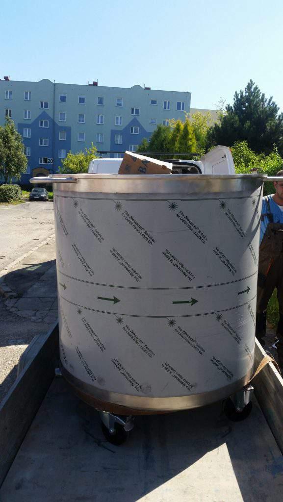 Zbiornik dwupłaszczowy na kółkach